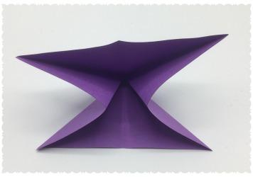 die Seiten nach innen weg zum Dreieck legen