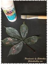 Blätter mit Kleber