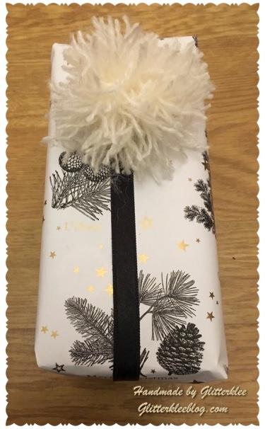 Geschenk mit Bommel-1