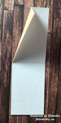 Streifen Faltkante zur Seite falten-1